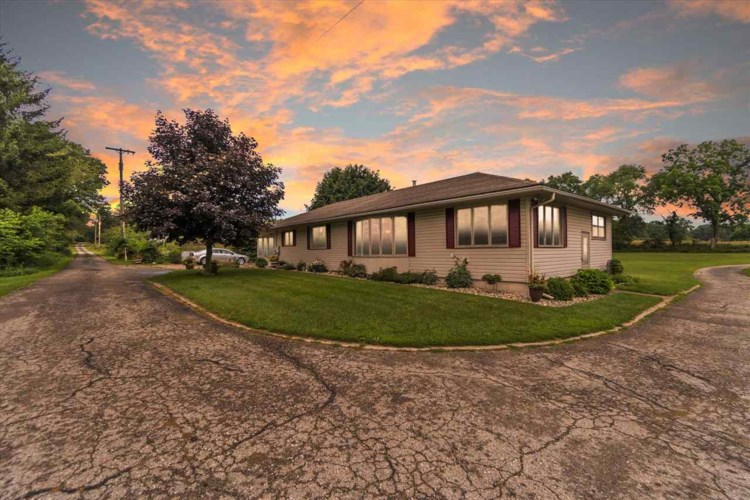 8972 COLLEGE RD, Jackson, MI 49201