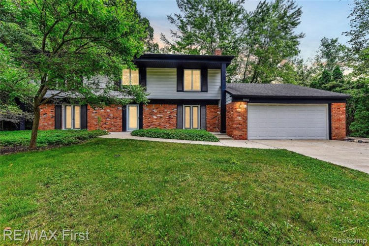 30166 LINCOLNSHIRE EAST, Beverly Hills, MI 48025