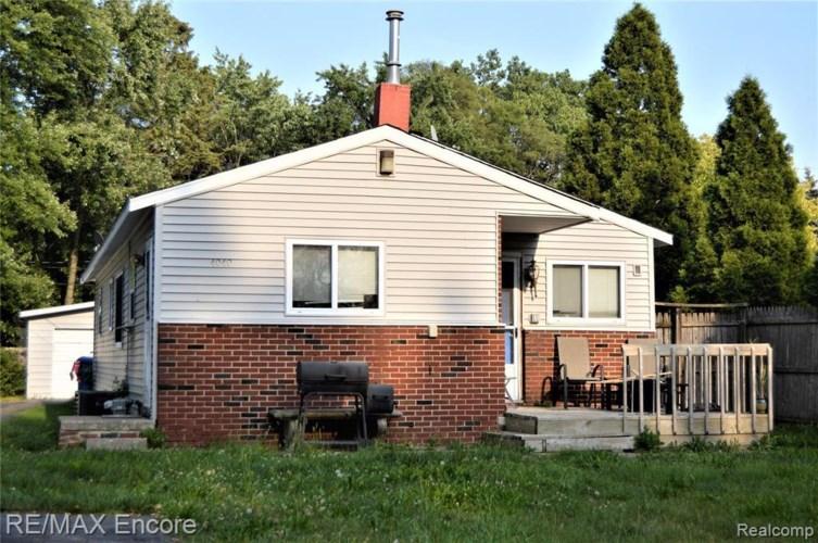 4040 GLEASON RD, Waterford, MI 48329