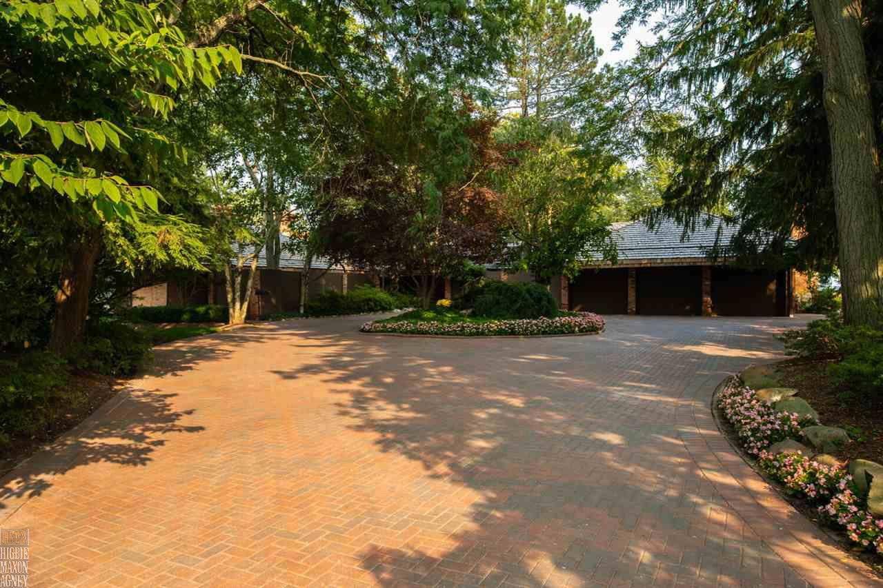 824 Lakeshore, Grosse Pointe Shores, MI 48236