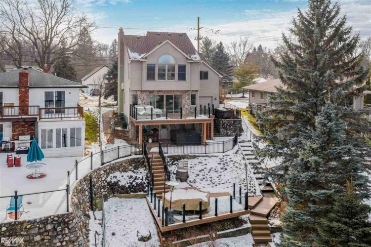 600 HEIGHTS RD, Lake Orion, MI 48362