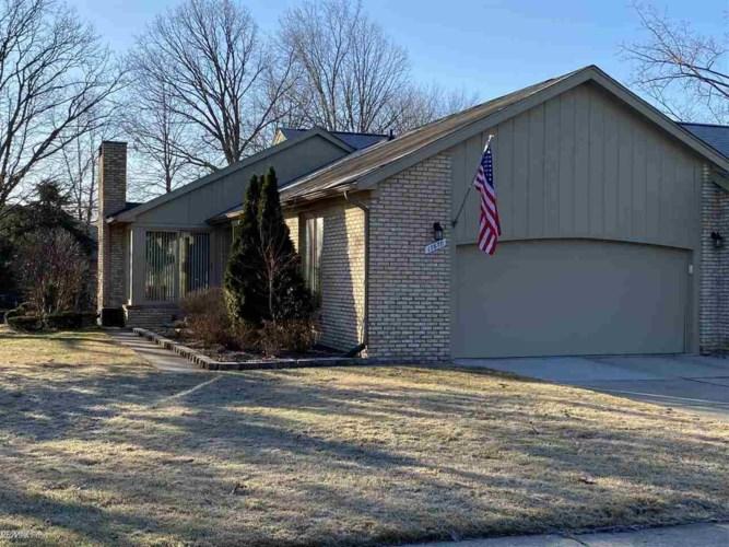 17670 E Kirkwood Dr, Clinton Township, MI 48038