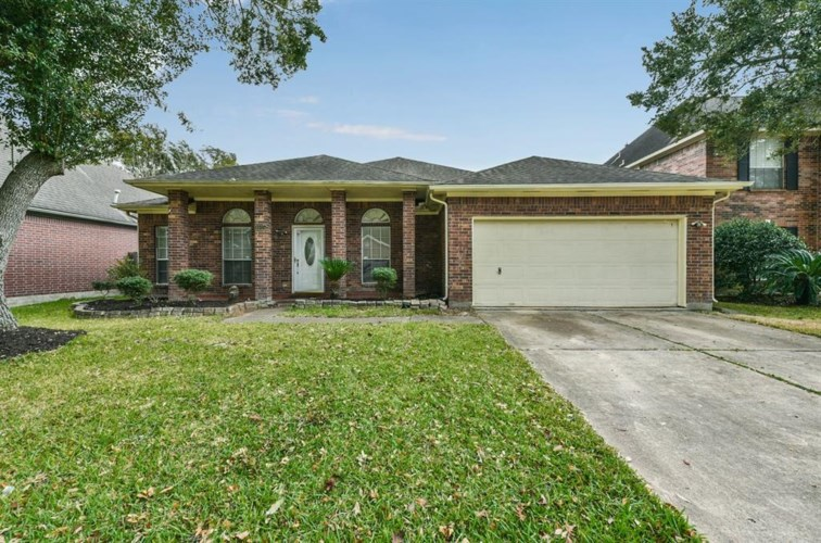 1015 Wentworth Drive, Pearland, TX 77584