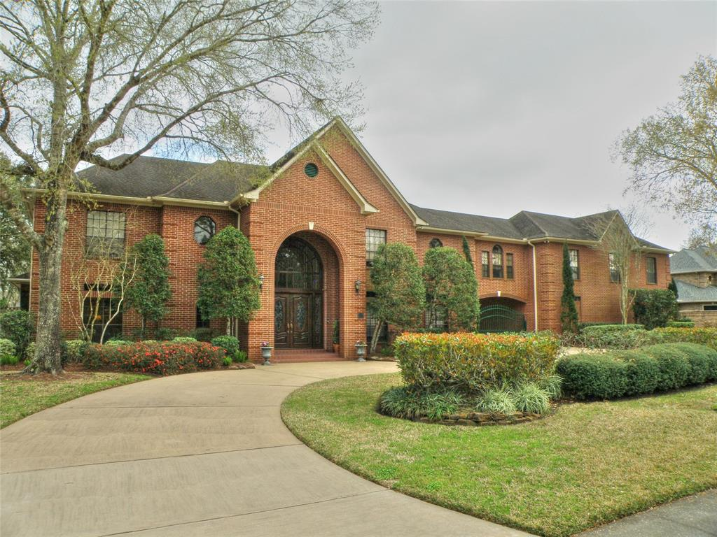 411 Carriage Creek Lane, Friendswood, TX 77546