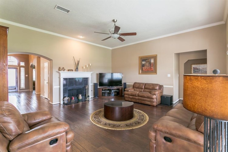 1526 Clubhouse Drive, Friendswood, TX 77546