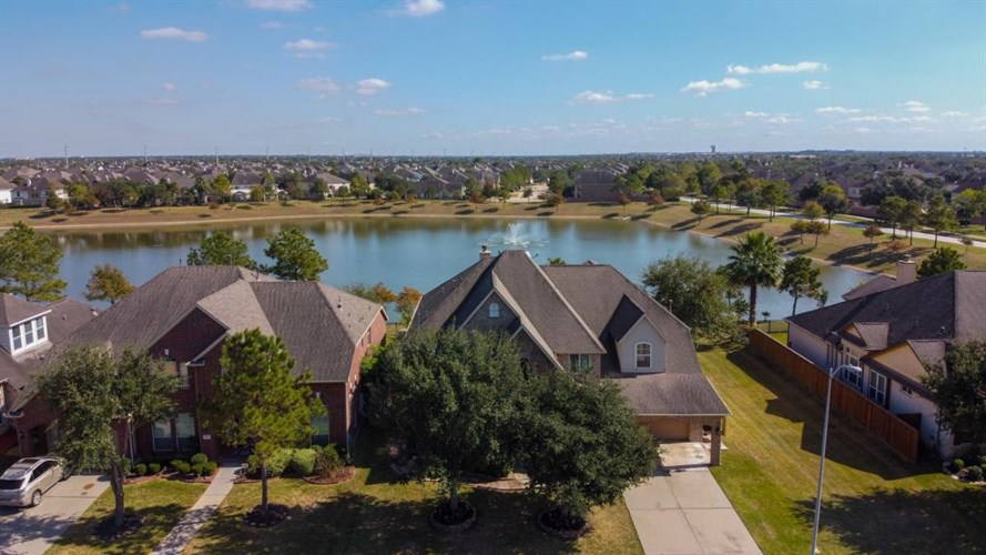 2421 Harbor Chase Drive, Pearland, TX 77584