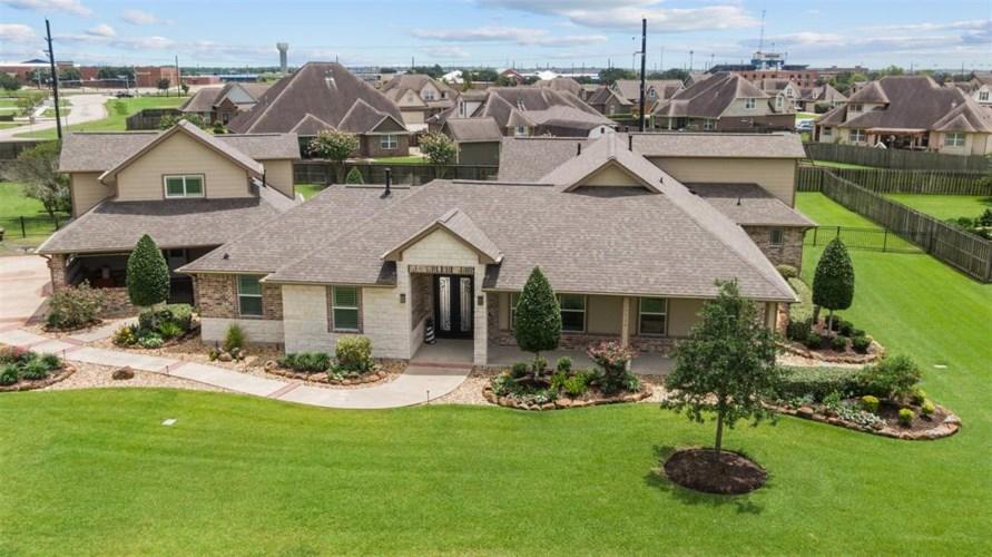 10126 Royal Palm Drive, Mont Belvieu, TX 77523
