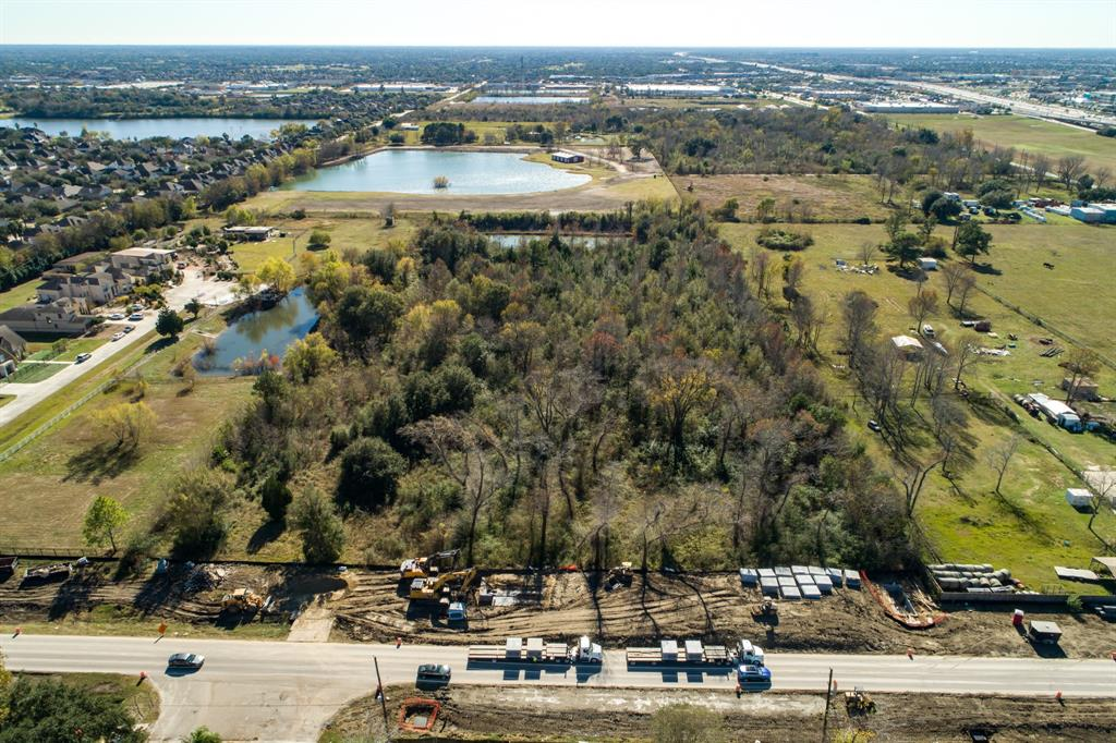 000 County Road 403 , Pearland, TX 77584