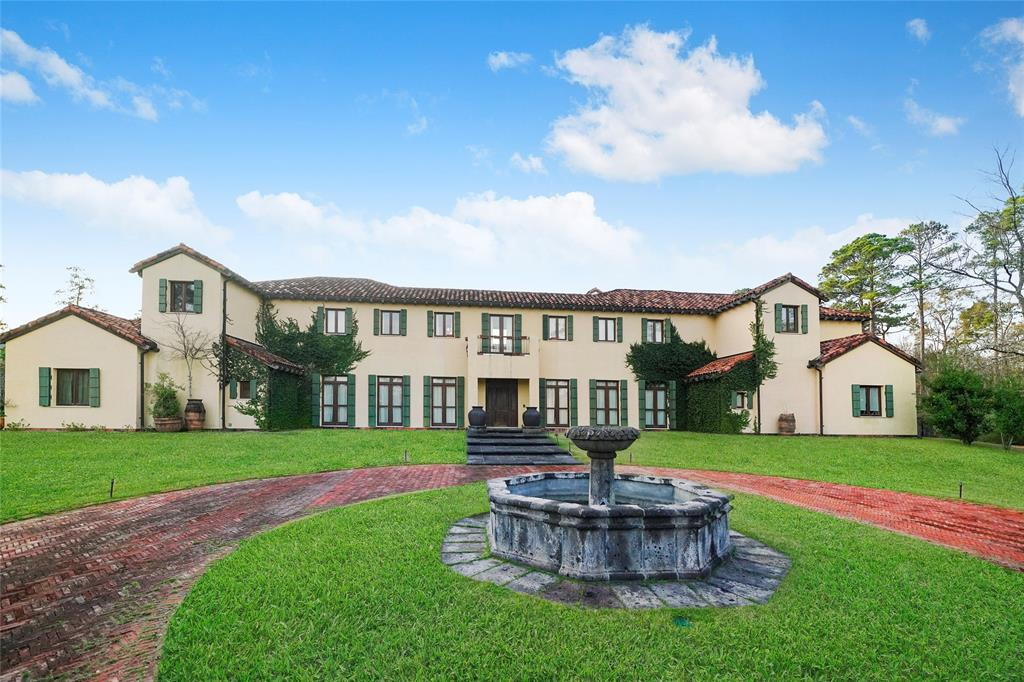 19 Grand Colonial Drive, The Woodlands, TX 77382
