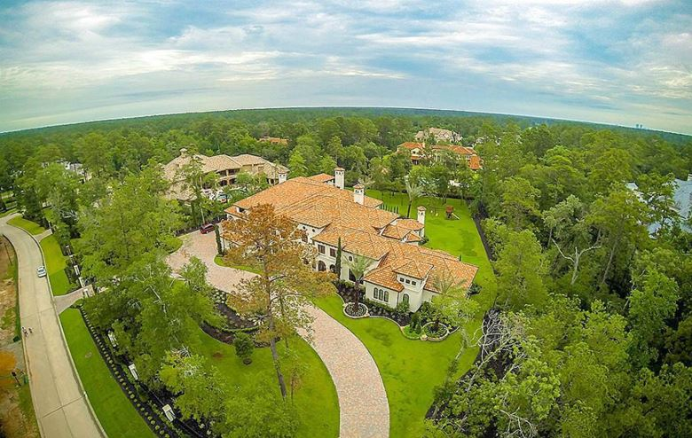 W 90 Grand Regency Circle, The Woodlands, TX 77382
