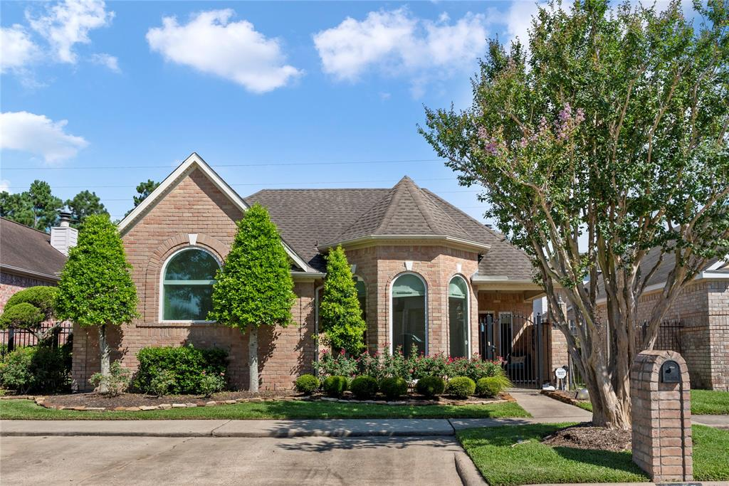 2606 Country Club Drive, Pearland, TX 77581