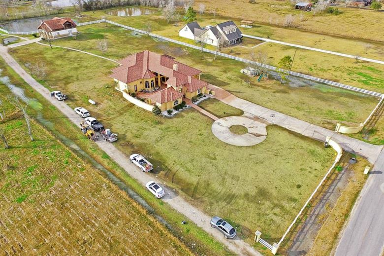 11824 Country Side Dr, Rosharon, TX 77583
