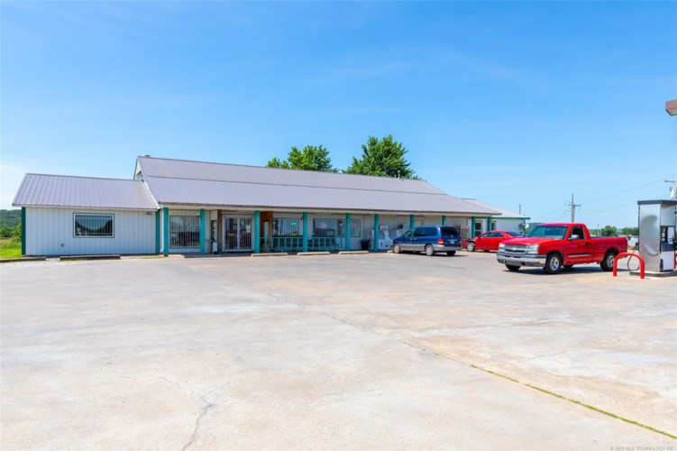 10330 N 68th West Avenue, Sperry, OK 74073