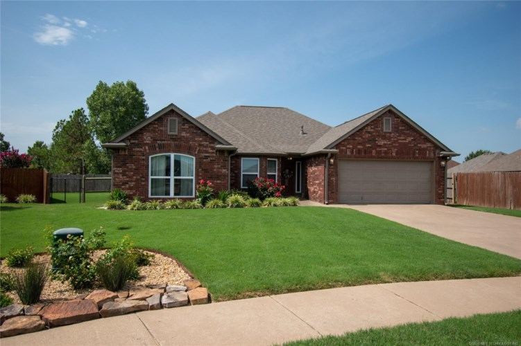 10804 E 122nd Place N, Collinsville, OK 74021