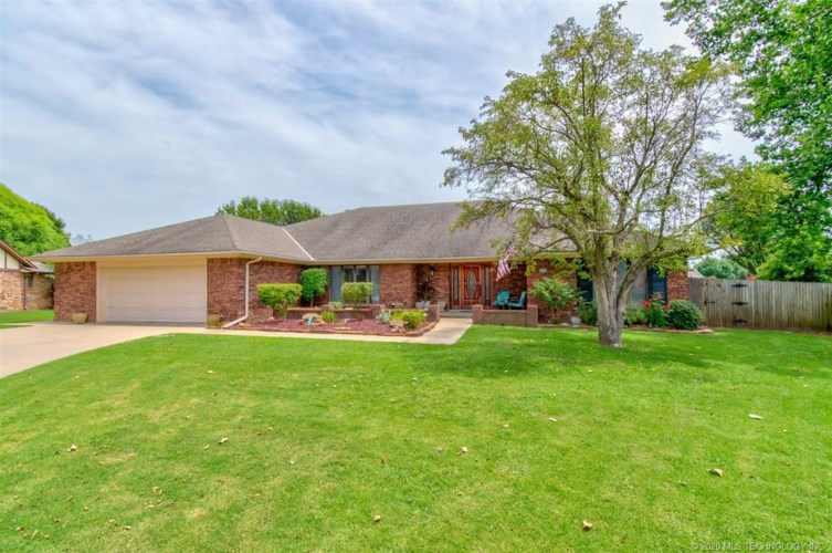 3304 Brighton Lane, Bartlesville, OK 74006