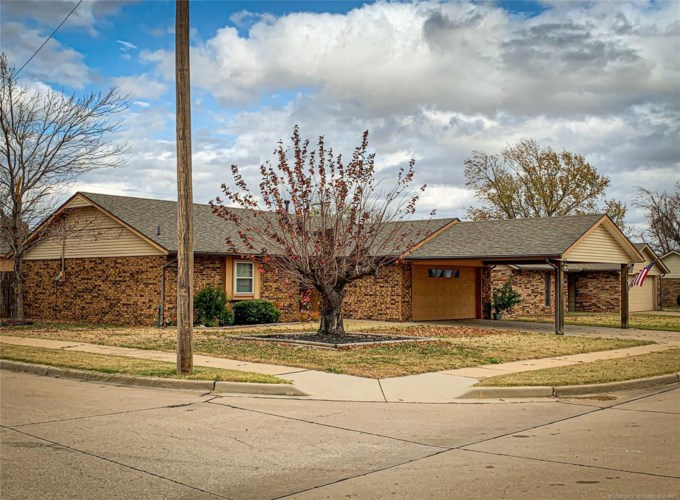 301 Lansbrook Road, Ponca City, OK 74601