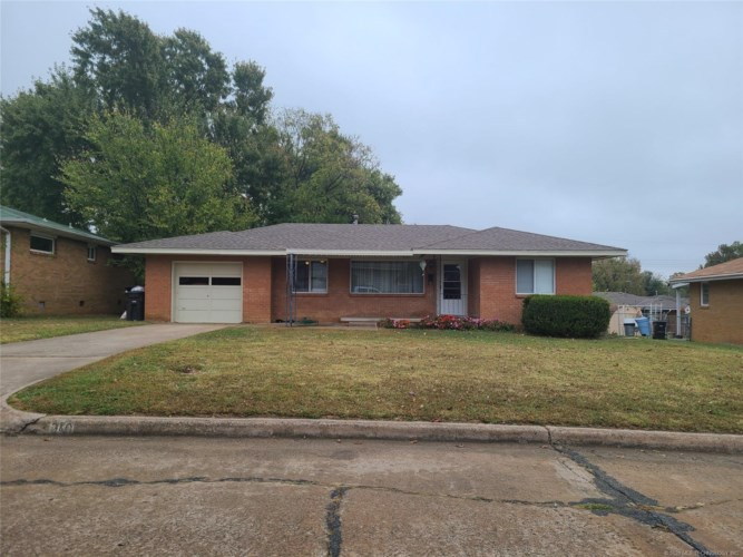 340 SE Queenstown Avenue, Bartlesville, OK 74006