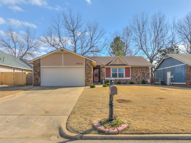 404 W 35th Place, Sand Springs, OK 74063