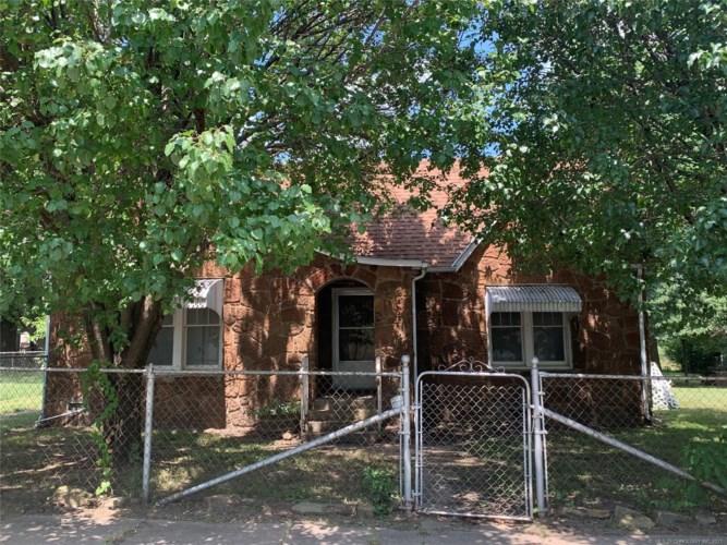 212 W Cedar Avenue, Barnsdall, OK 74002
