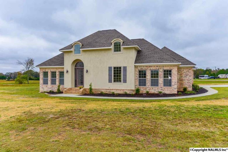 10 OAK RIDGE LANE, HARTSELLE, AL 35640