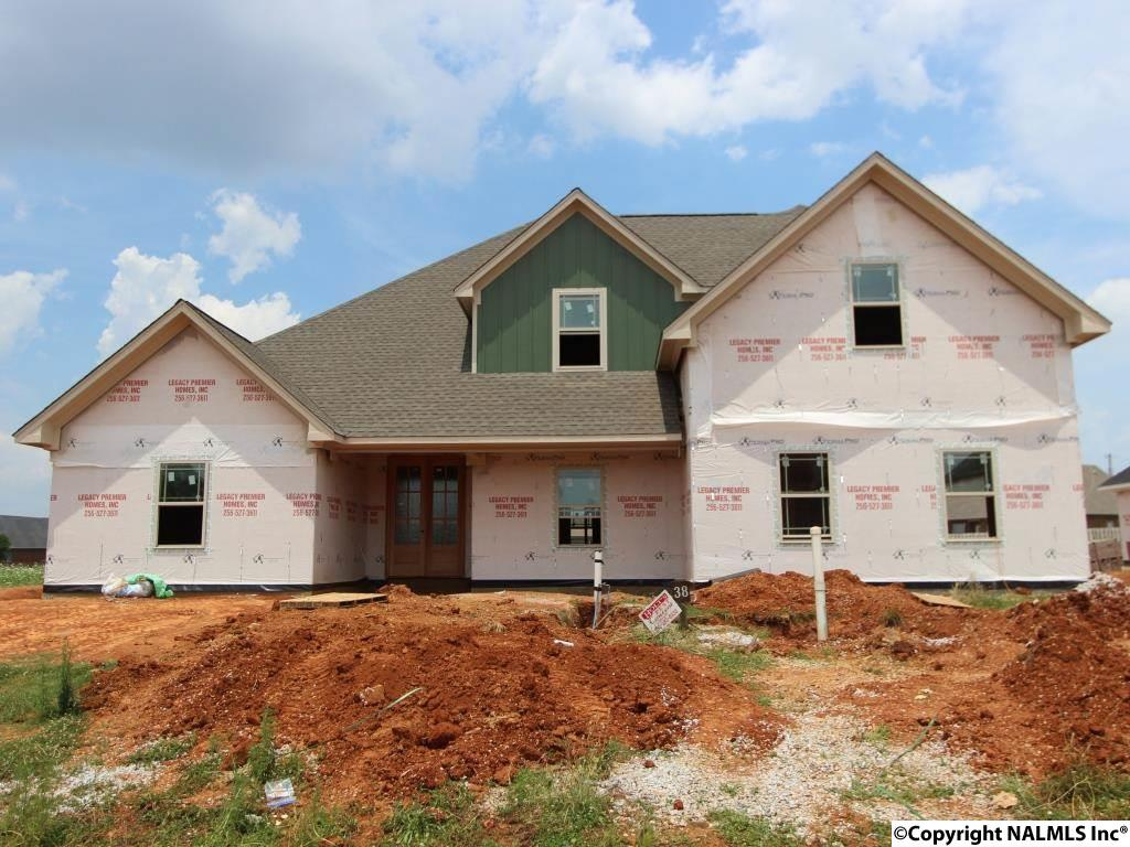 38 BEACON CIRCLE, ATHENS, AL 35613