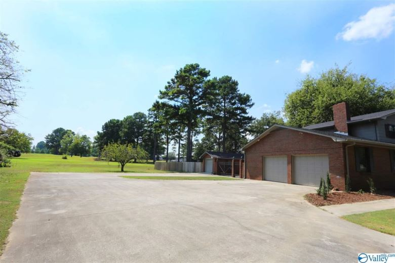 1403 FAIRWAY DRIVE SE, DECATUR, AL 35601