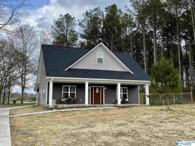 138 Hidden Lakes Drive, Albertville, AL 35957