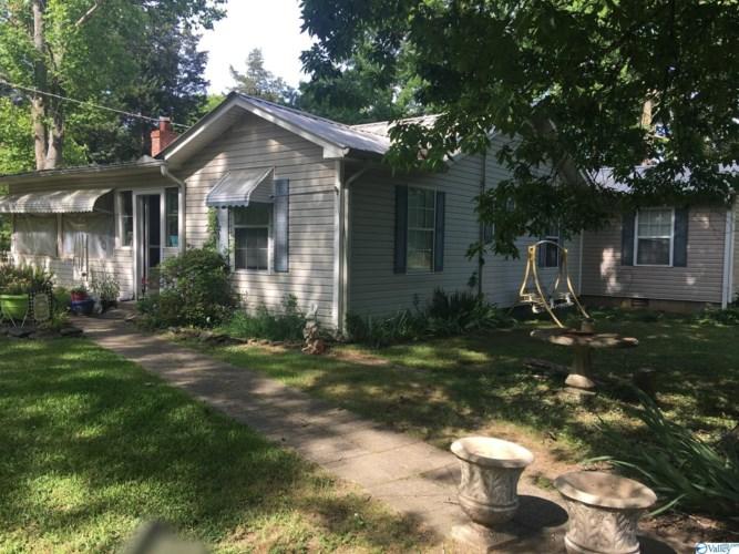 422 Burroughs Drive, Guntersville, AL 35976