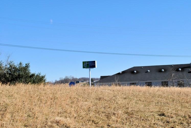 313  Airport RD, Hillsville, VA 24343