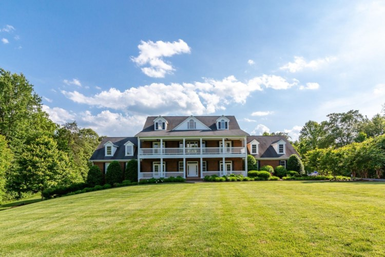 1740  Hidden Oaks LN, Bedford, VA 24523
