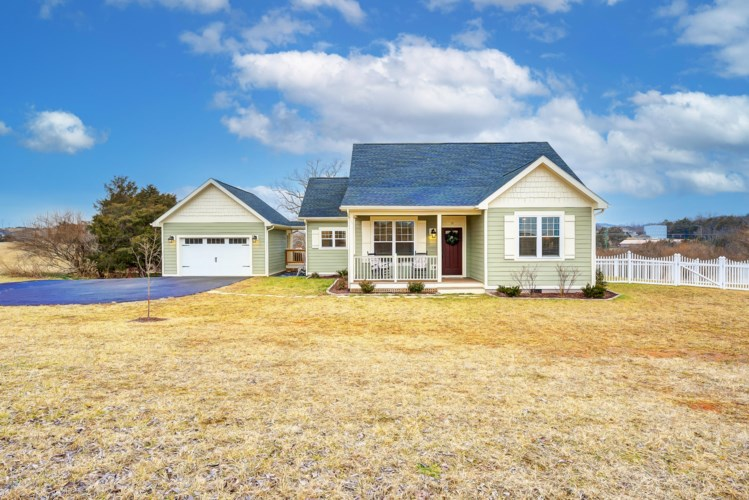 10  George William LN, Lexington, VA 24450