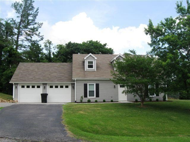 7961  Forest Edge DR, Roanoke, VA 24018