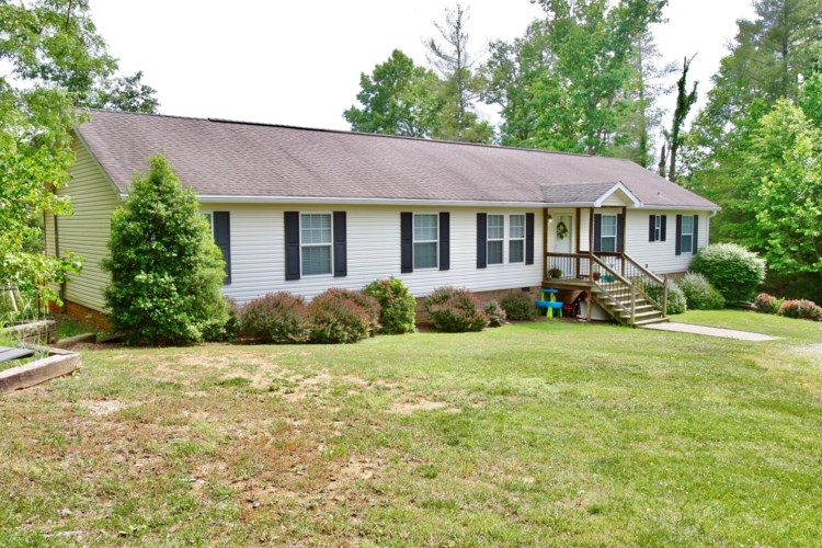 232  White Oak RD, Boones Mill, VA 24065