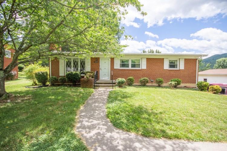 1815  Park Manor DR, Roanoke, VA 24014
