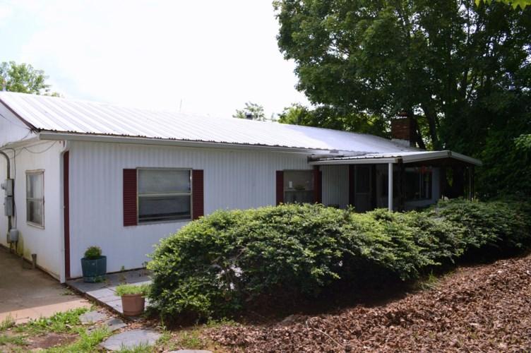 1830  Rock Cliff RD, Bedford, VA 24523