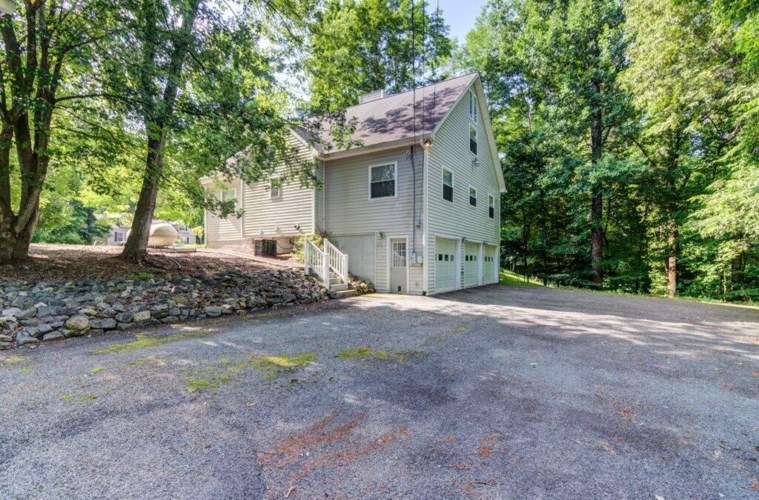 395  Old Mill DR, Hardy, VA 24101