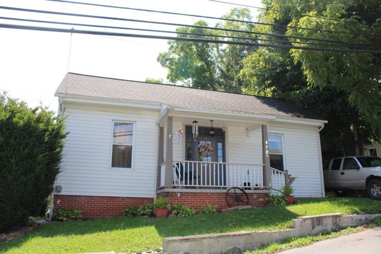 472 W Pine ST, Tazewell, VA 24651