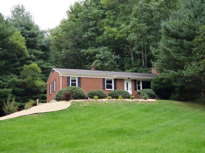 7542  Apple Grove LN, Roanoke, VA 24018