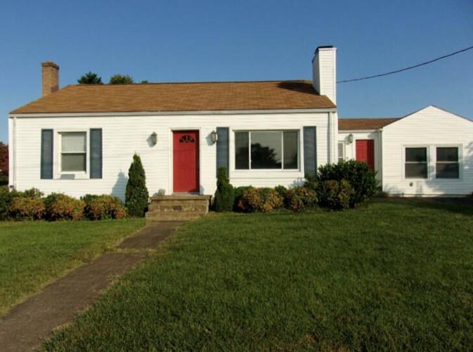 913  Catawba DR, Salem, VA 24153