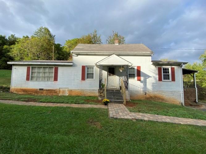 1323  RETREAT RD, Boones Mill, VA 24065