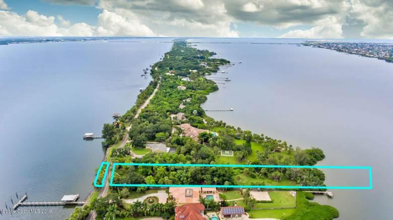 10330 Tropical Trail S, Merritt Island, FL 32952