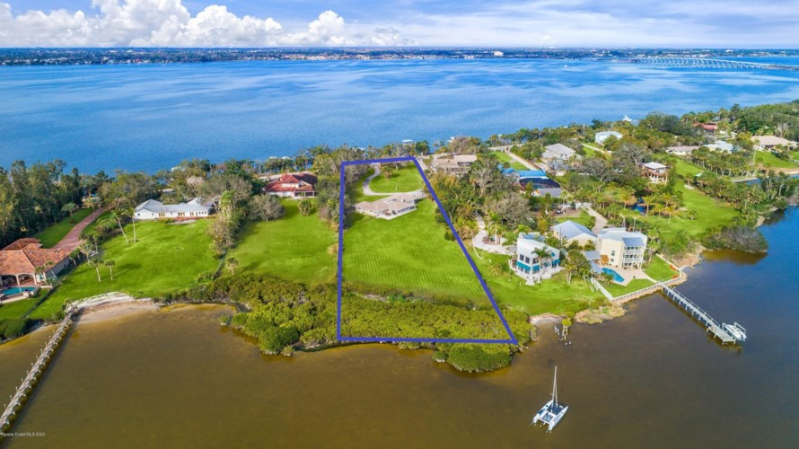 9100 Tropical Trl S, Merritt Island, FL 32952