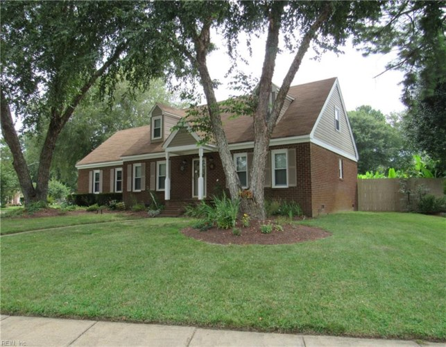 423 Gloria DR, Chesapeake, VA 23322