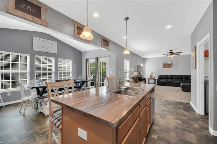 79 Old Pond CT, Hampton, VA 23666