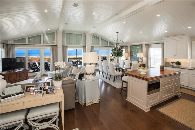 7406 Oceanfront AVE, Virginia Beach, VA 23451