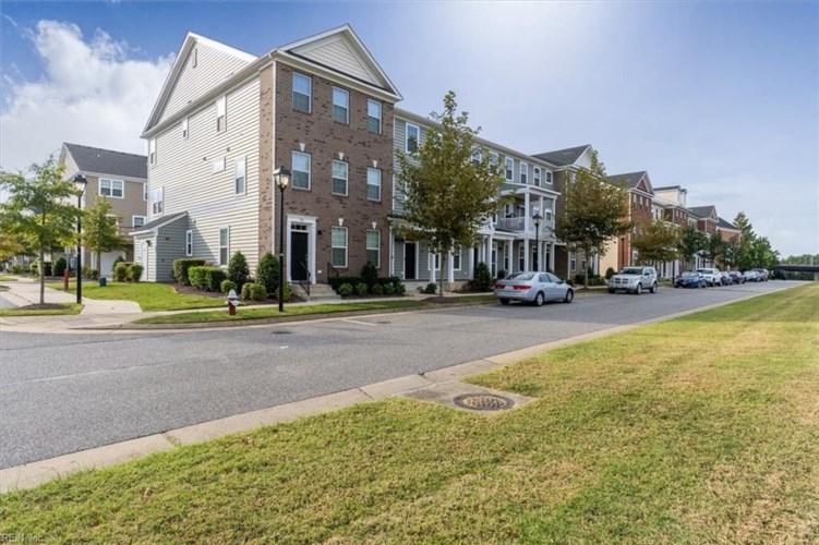 305 Waterside DR, Hampton, VA 23666
