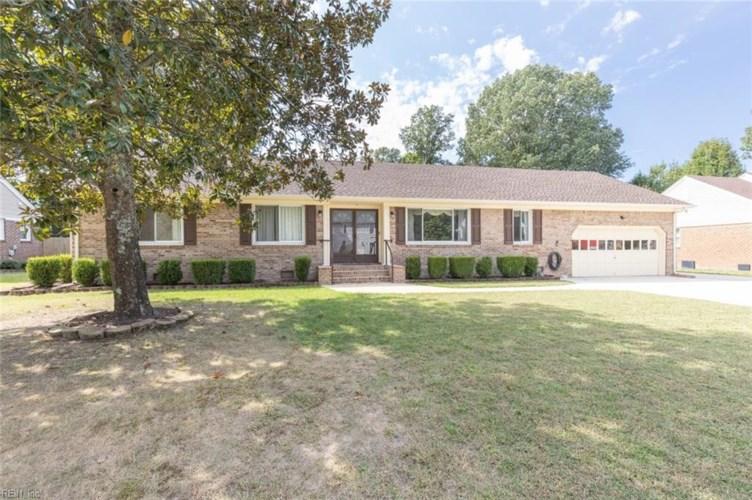 316 Woodberry DR, Chesapeake, VA 23322