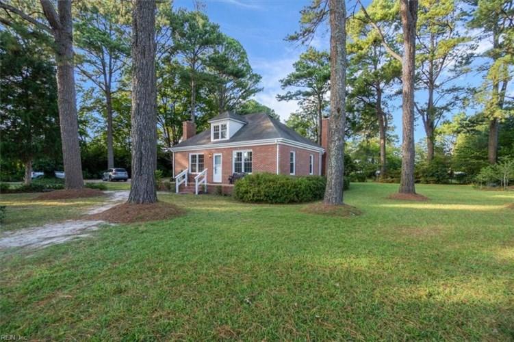 1720 Elbow RD, Chesapeake, VA 23320
