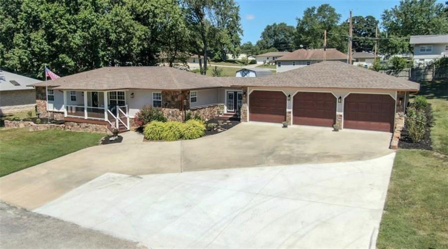 208 Wild Apple Circle, Cassville, MO 65625