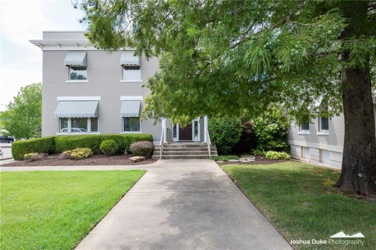 215 N College Avenue, Fayetteville, AR 72701